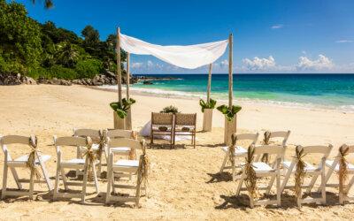 Fiori e bouquet per un matrimonio tropical chic alle Seychelles