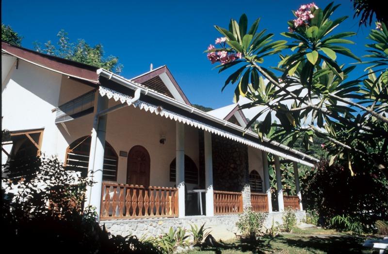 50ec3732c7028-romance_bungalow